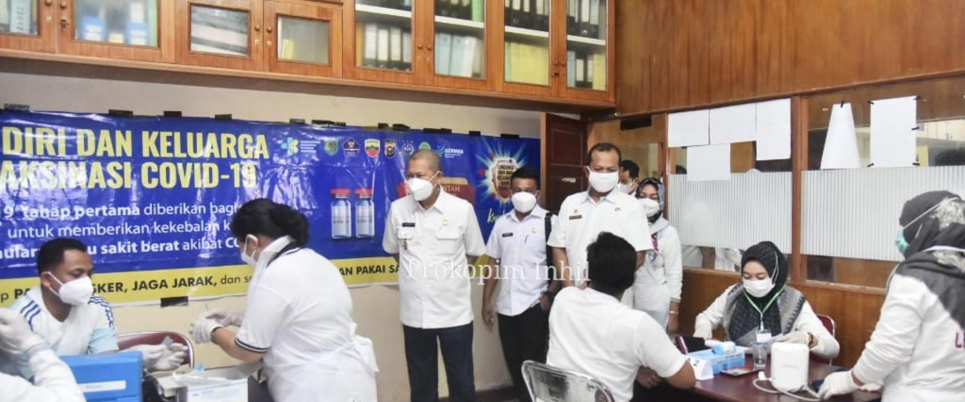 Tinjau pelaksanaan Vaksinasi covid-19 tahap kedua, H.Syamsudin Uti : Sukseskan program pemerintah pusat